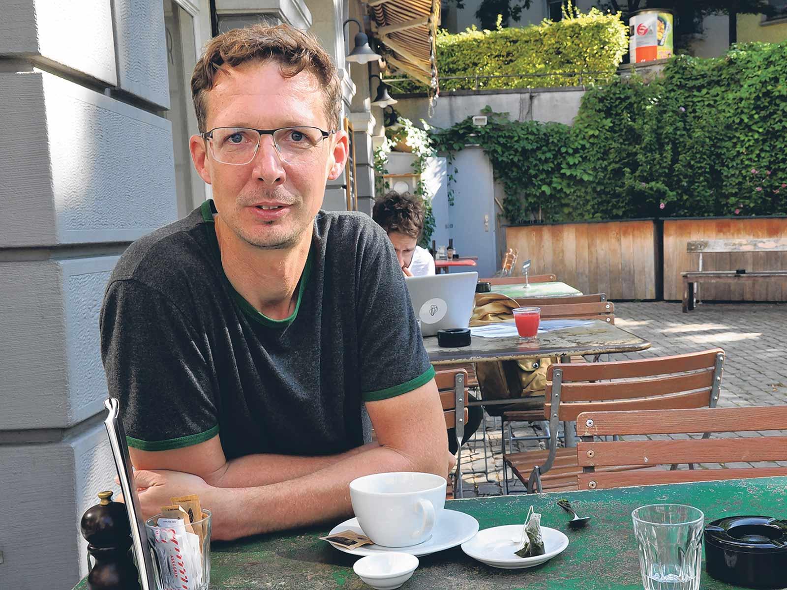 Ab und zu im Café des Amis anzutreffen: Michael Hermann.