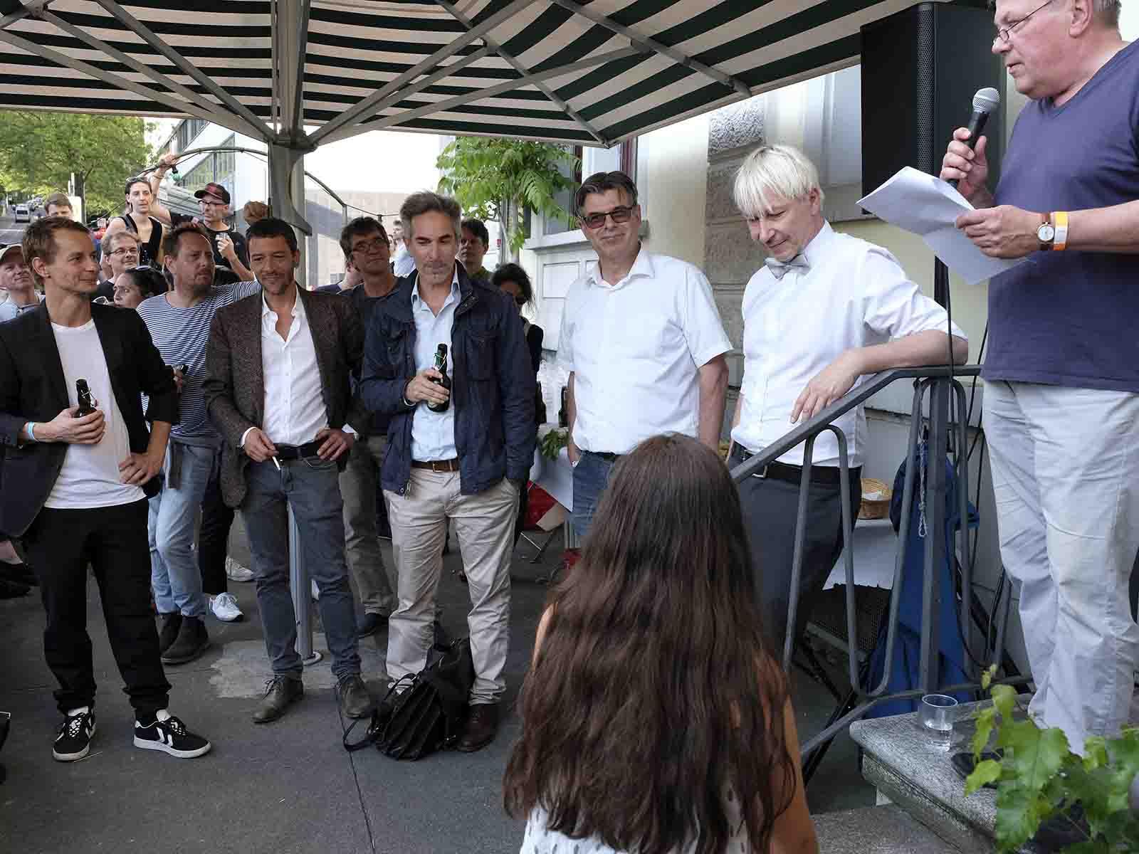 Das Nordbrüggli-Dream-Team (v.l.n.r.) und dazwischen Urs Räbsamen mit der Brille: Felix Haldimann, Marcel Ferri, Dominik Büttiker und Dani Seitz. Ganz rechts Beni Weder, Präsident des QVW, der eine Laudatio hielt.