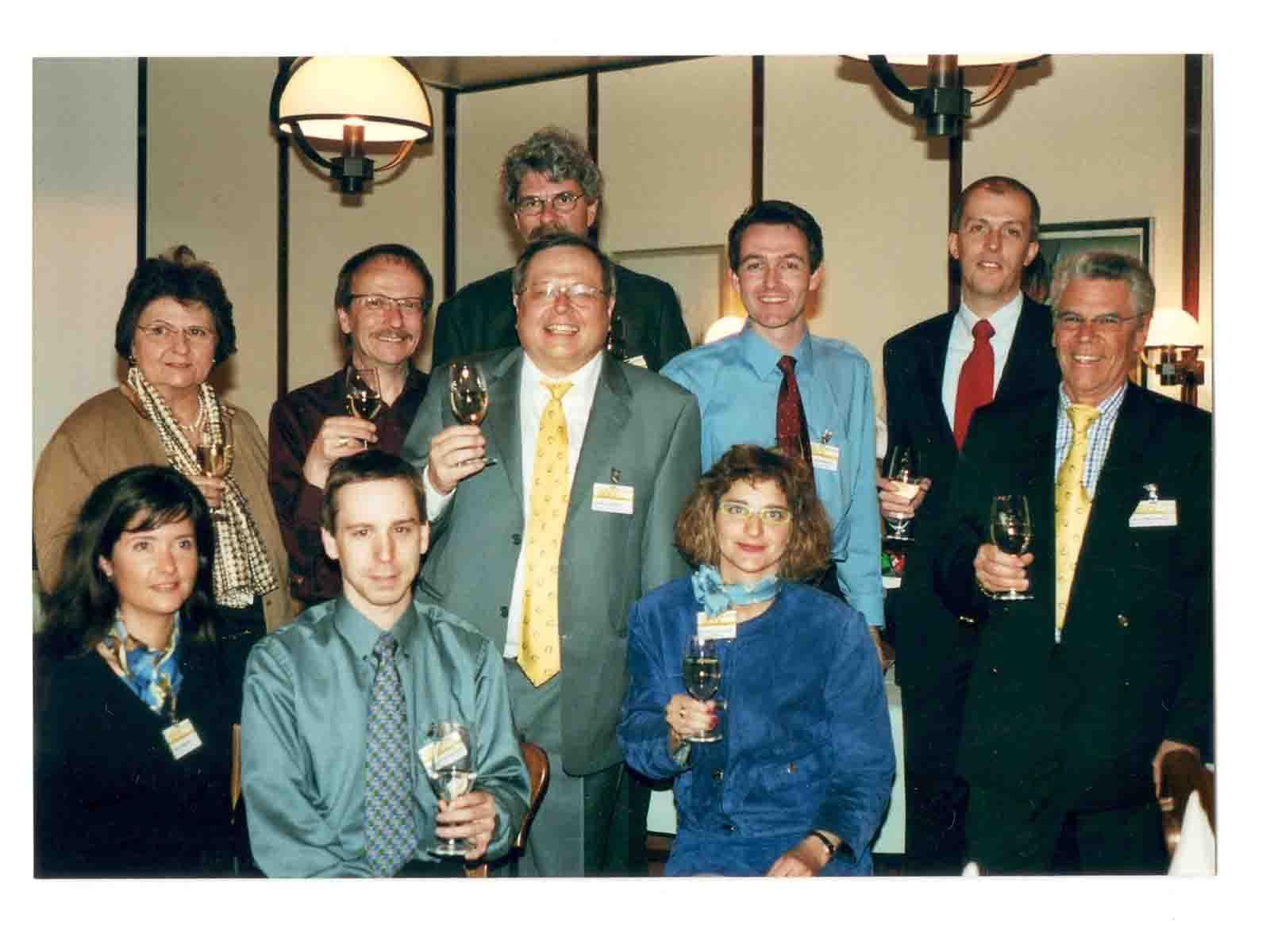 Der Vorstand des Gewerbe Wipkingen an der Generalversammlung 2003. Von links, hinten: Elsbeth Rosenberger, Reto Prader, Präsident Oskar Herber, Kurt Gammeter (verdeckt), Fredy Wunderlin, Heinz Wiedmer, Hans Wiederkehr. Vorne: Nadia Martino, Martin Bürlimann, Barbara Schürz.
