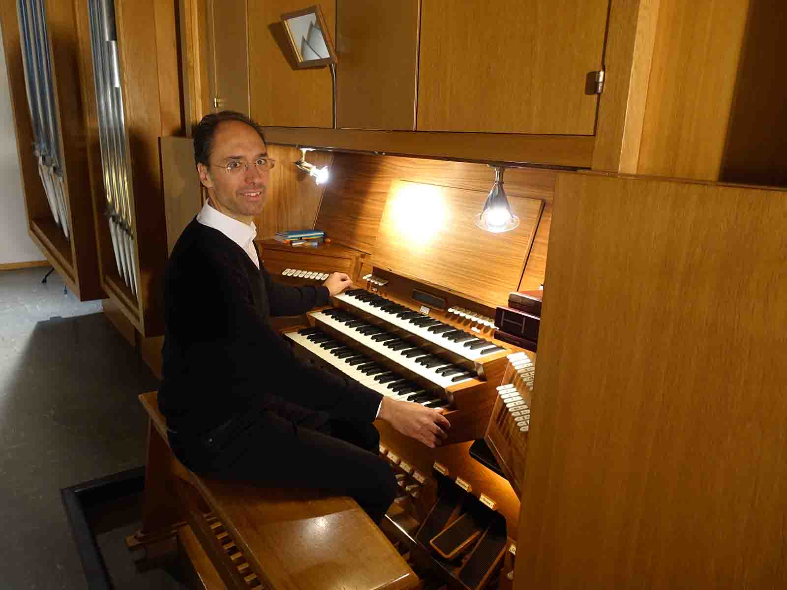 Giancarlo Prossimo an der Orgel