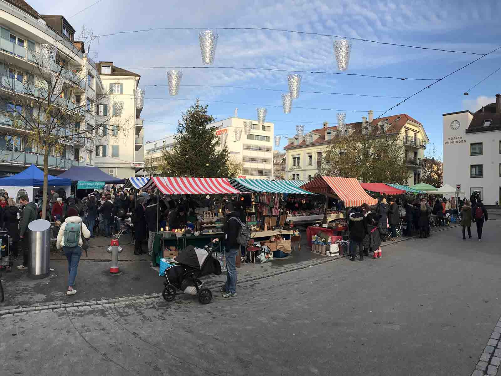 Fast zu schön um wahr zu sein: Beim Weihnachtsmarkt in Wipkingen passte alles: Wetter, Angebot und Gäste.