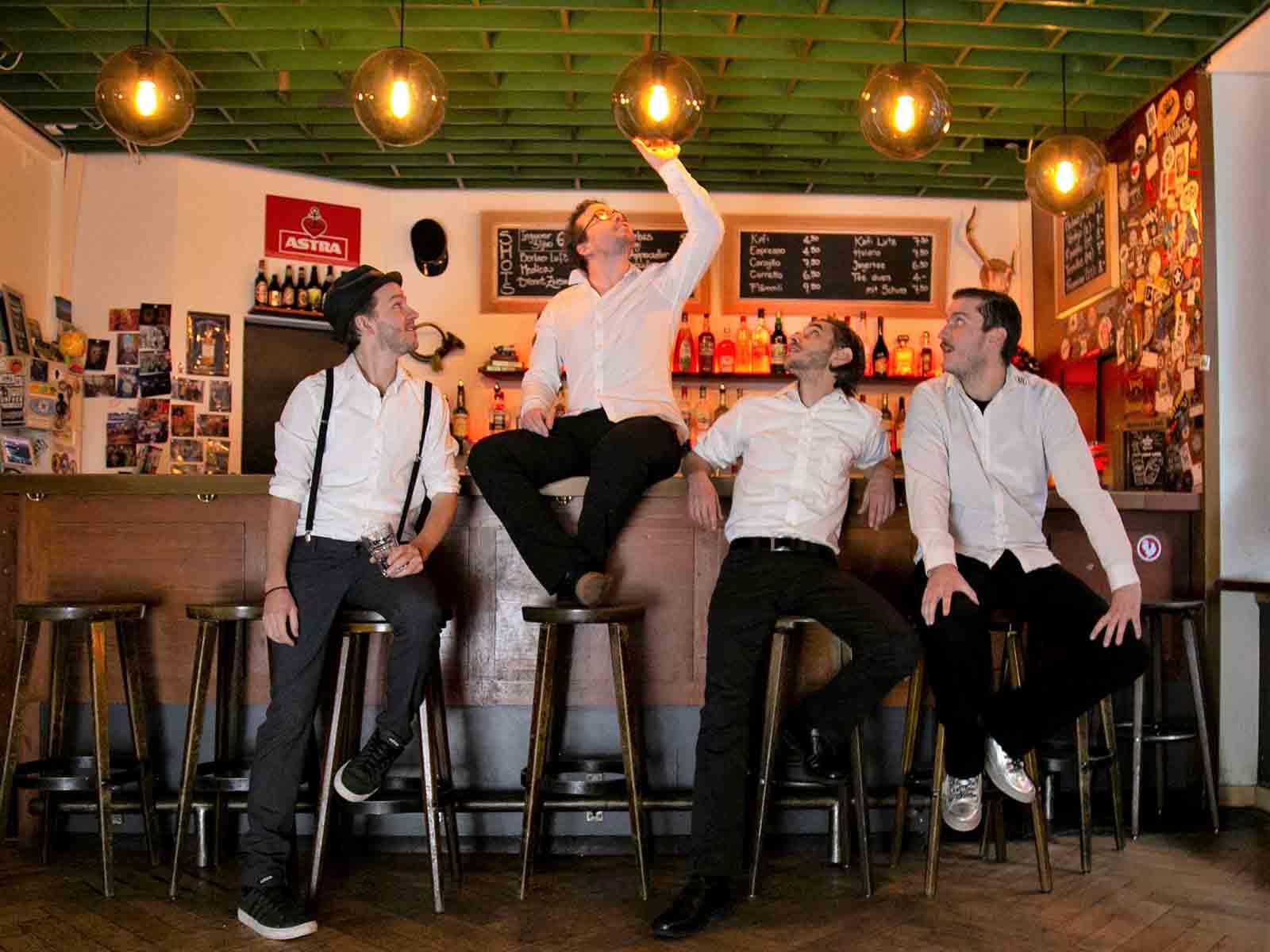 Die vier Bandmitglieder Martin Burkhard, Thomas Gujer, Tobia Zeta und Alex Janssen (v.l.) verbindet die Freude am Musikmachen.