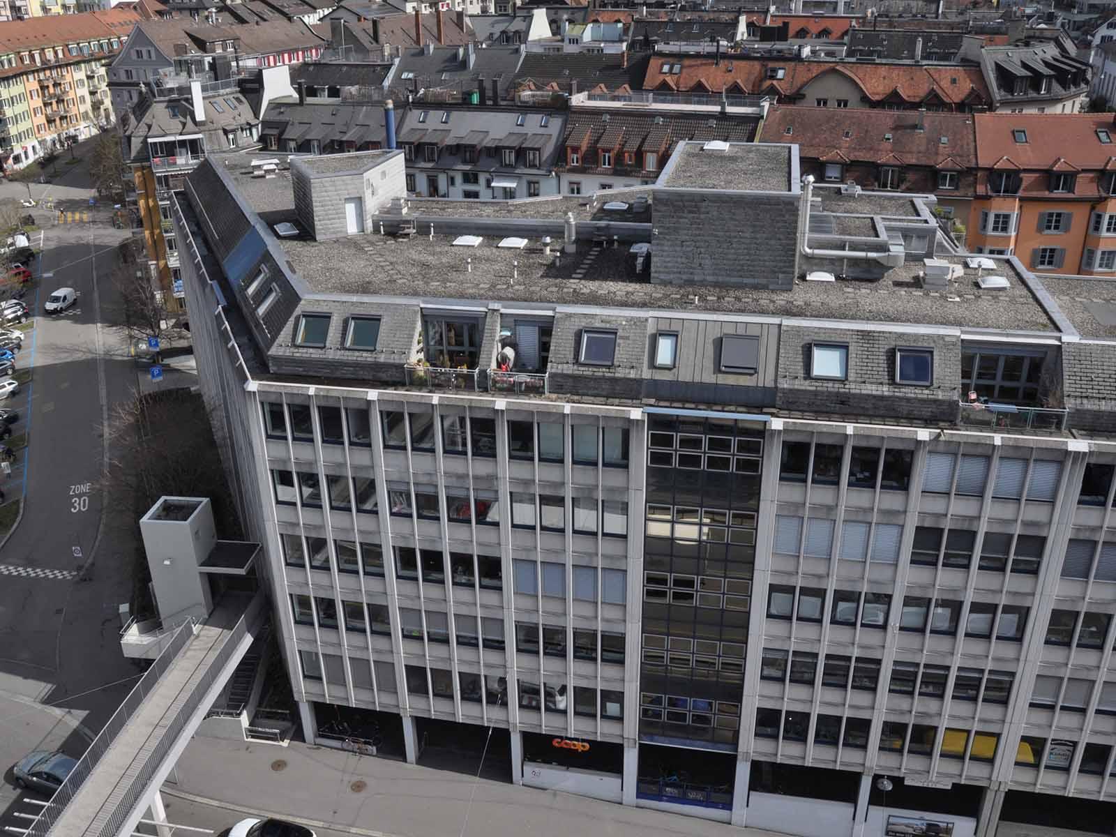 In diese Ecke des Gebäudekomplexes soll das neue «Sozialzentrum Wipkingerplatz» einziehen können.