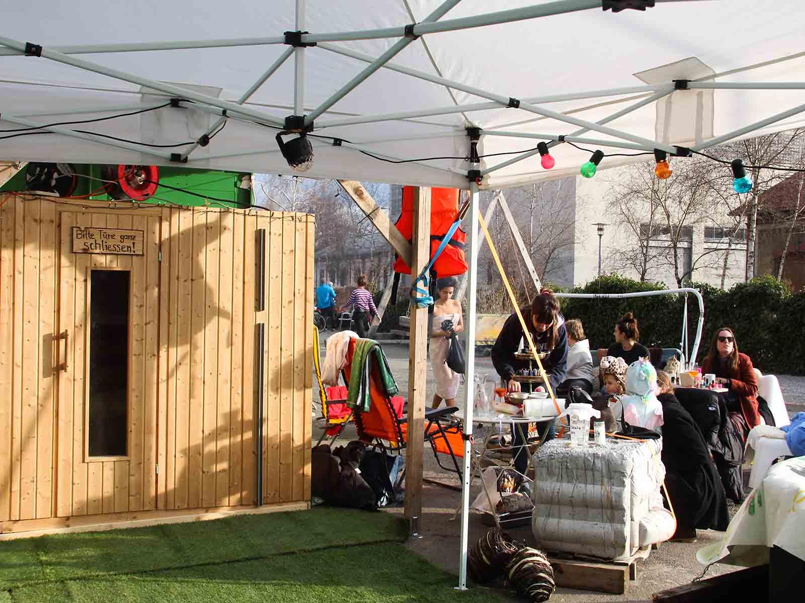 Das Quartier sauniert: Der gemütliche Spa-Bereich am «Winter für immer».
