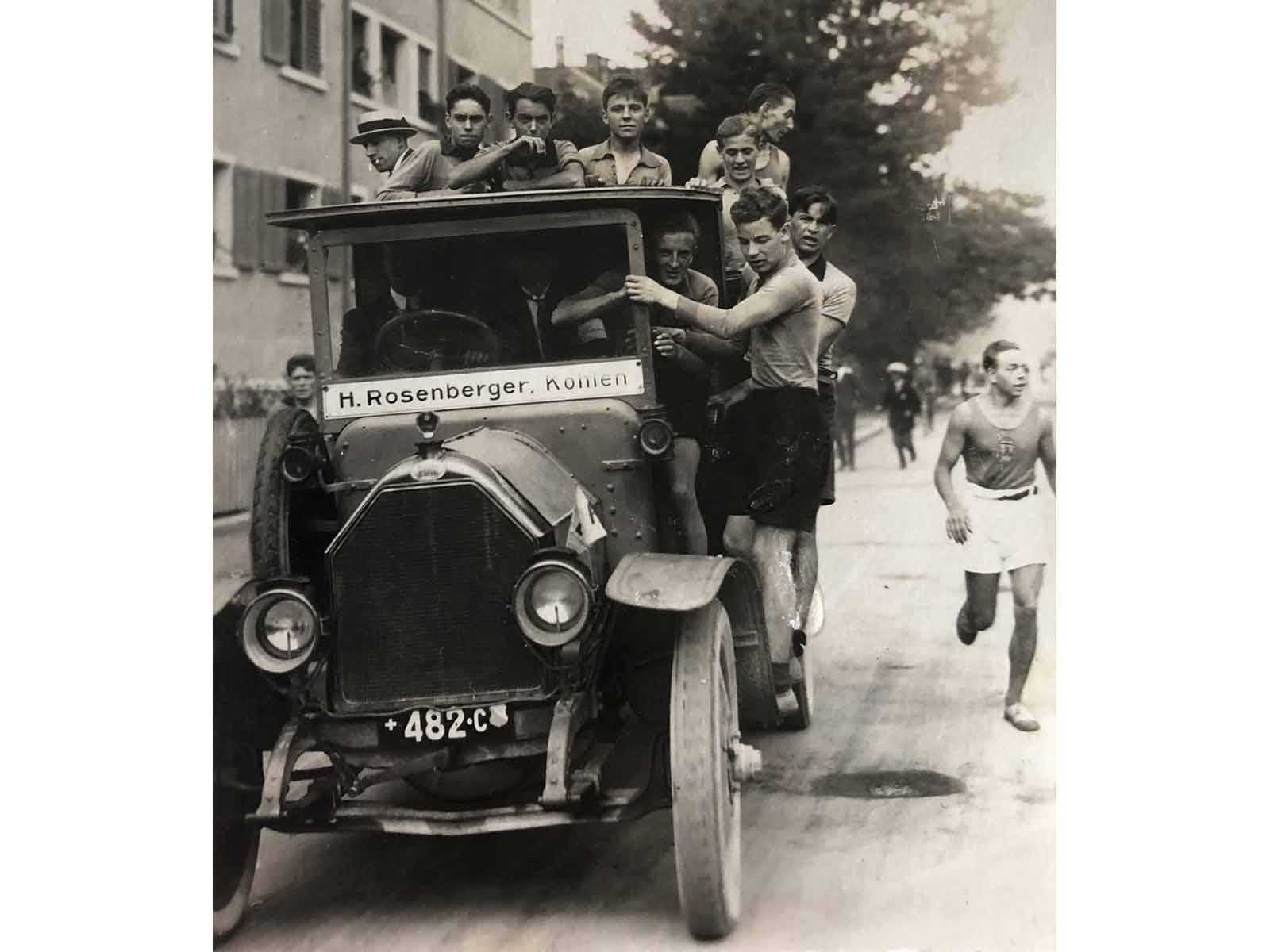Die Fahrt nach Hause mit dem «Mannschaftsbus» nach einem erfolgreichen Spiel des SCW (1955).