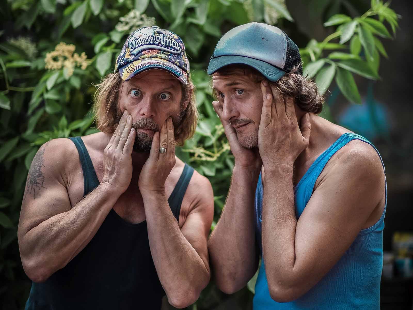Michel Häberli und Tim Hartje vor der Dammbar.