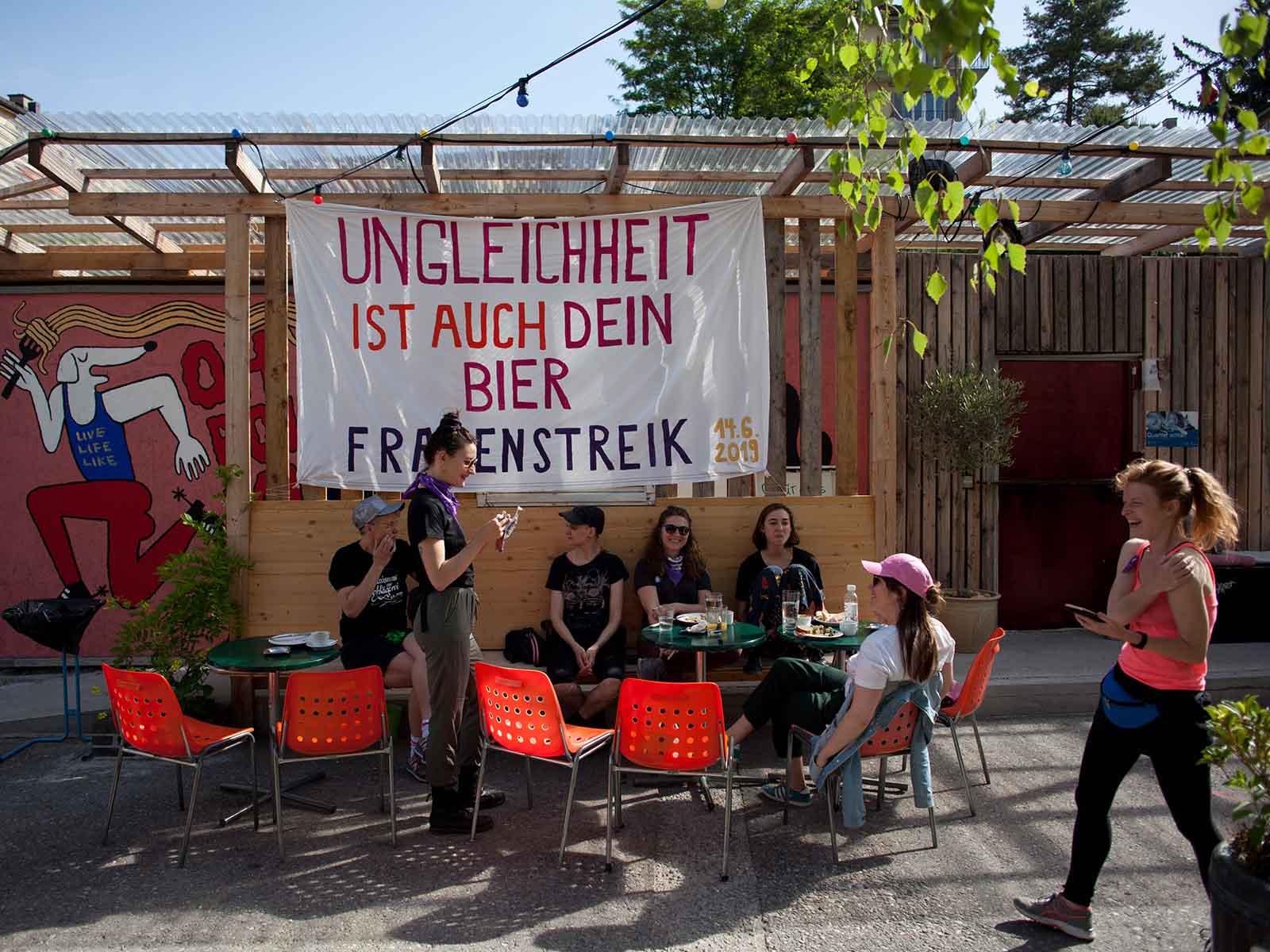 Gemütlicher Start in den bewegenden Tag: Solidarischer Brunch auf dem Park Platz.