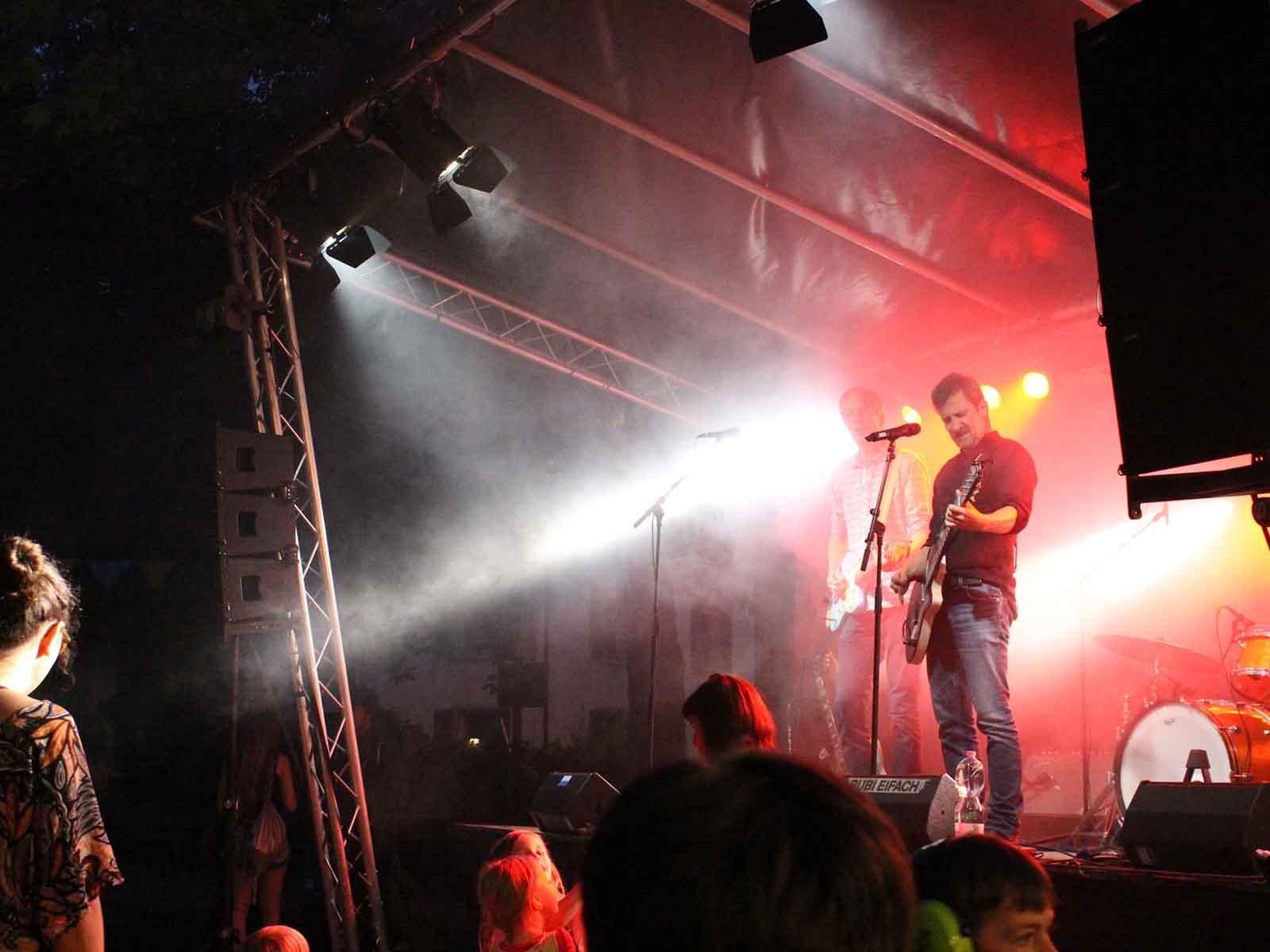 Die Berner Band «Bubi Eifach», welche am Abend mit Mundart Liedern begeisterten.