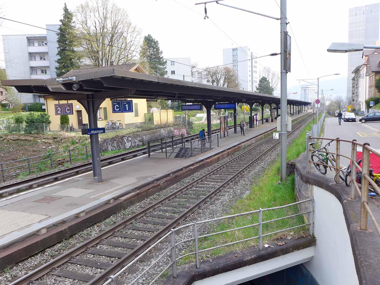 Hier ist bald alles anders: der Bahnhof Wipkingen wird von Grund auf umgebaut.
