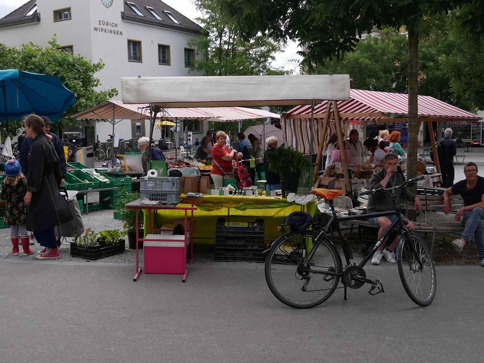 Mehr Kundschaft als zuvor: Endlich ist der Frischwarenmarkt wieder offen.
