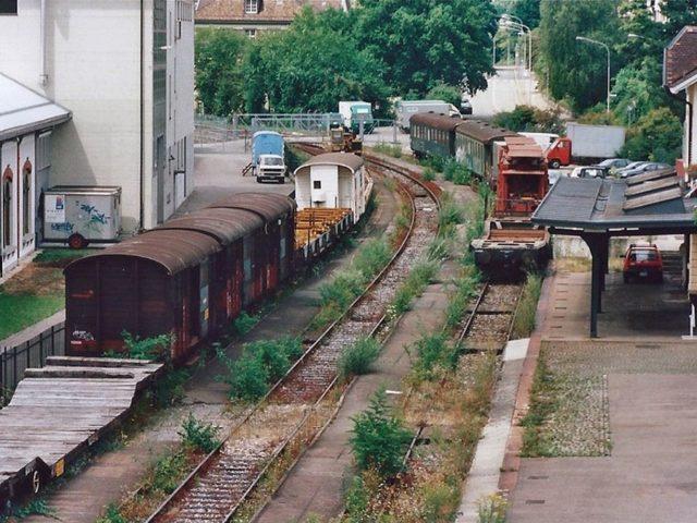 Ruhe vor dem Sturm: Bereits kurz nach der Schliessung des Bahnhof Letten beginnt die Verwahrlosung. Das war erst der Anfang.