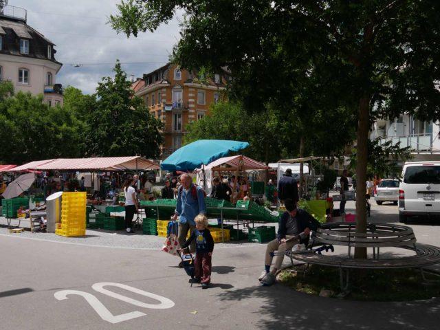 Bummeln auf dem Markt: Einkaufserlebnis der besonderen Art für Jung und Alt.