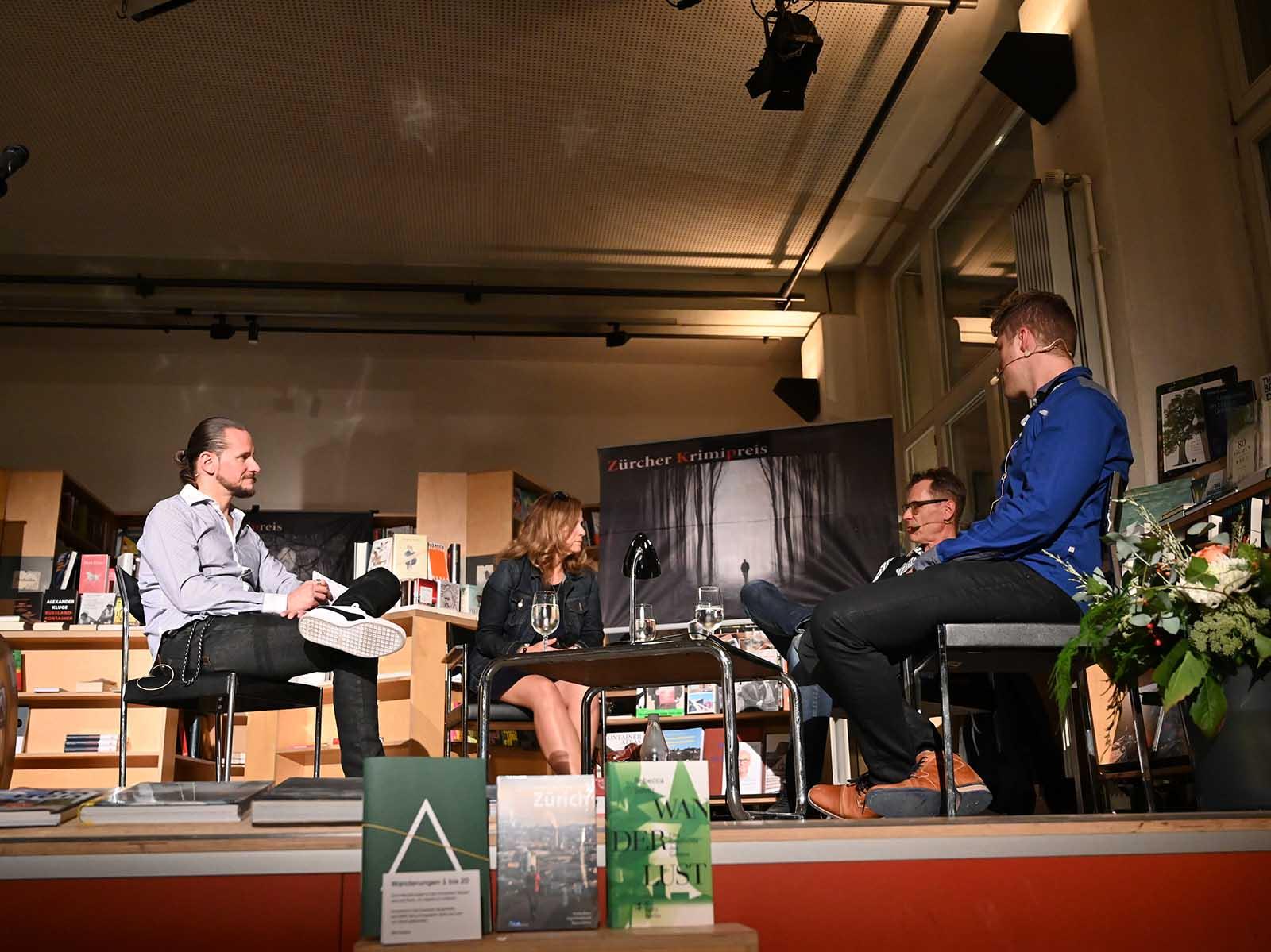 Die elfte Verleihung des Zürcher Krimipreises fand im «Sphères» statt. Neu moderierte André Sommerfeld (links) die Feier.