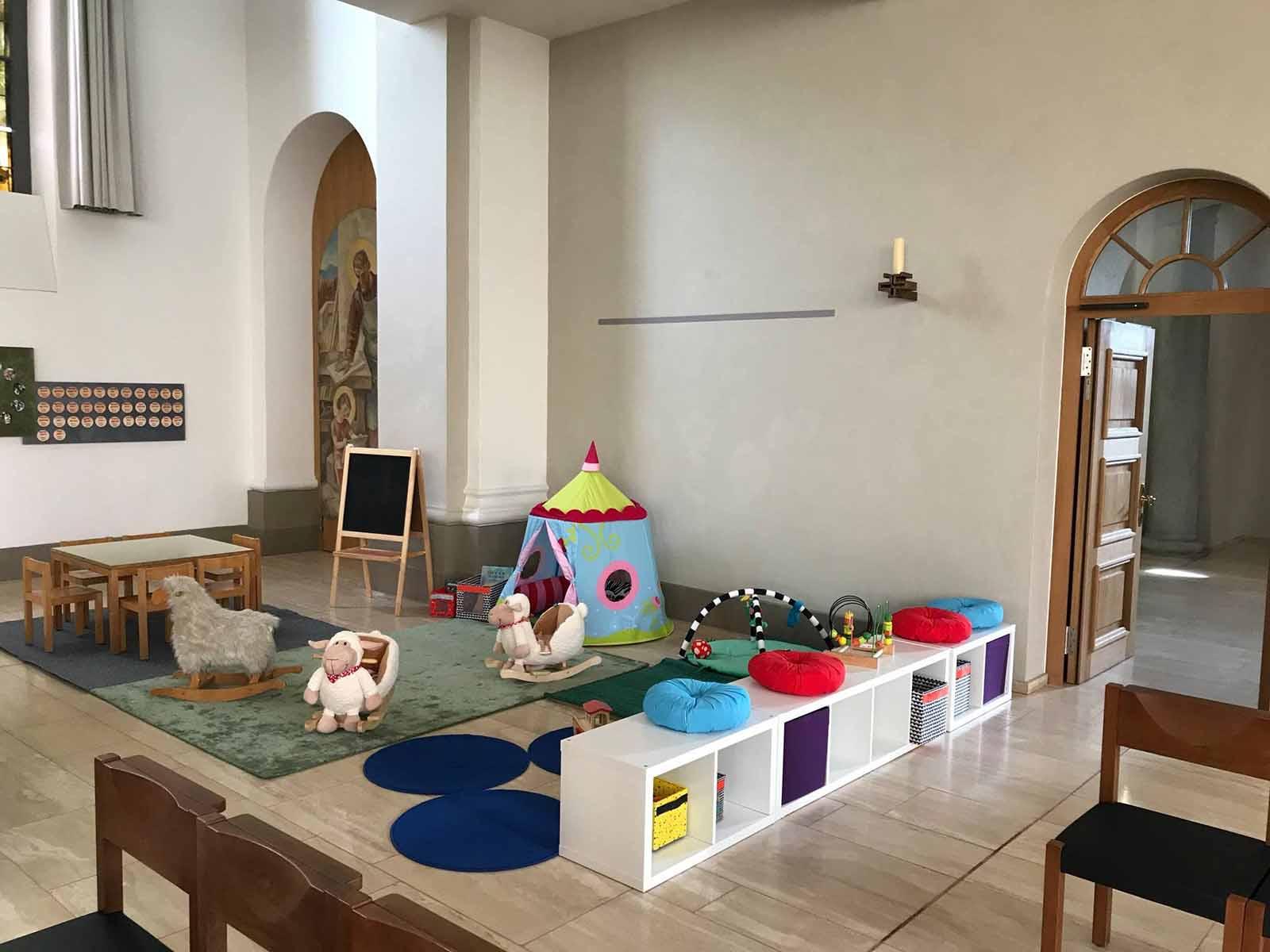 Neue Kinderecke in der Kirche Guthirt.