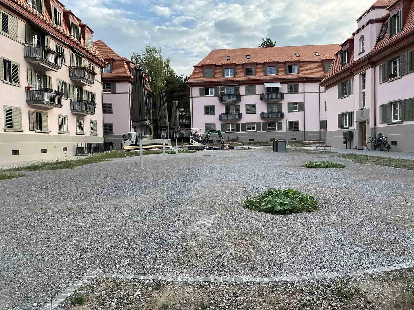 Misslungene Hofgestaltung bei der BEP-Siedlung Letten 4.