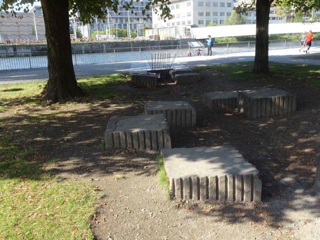 Ein Bachbett ohne Bach: Der Abfluss beim Gemeinschaftszentrum Wipkingen wurde gebaut, als noch nicht klar war, ob der Bach zur Gänze durch Wipkingen fliessen wird.