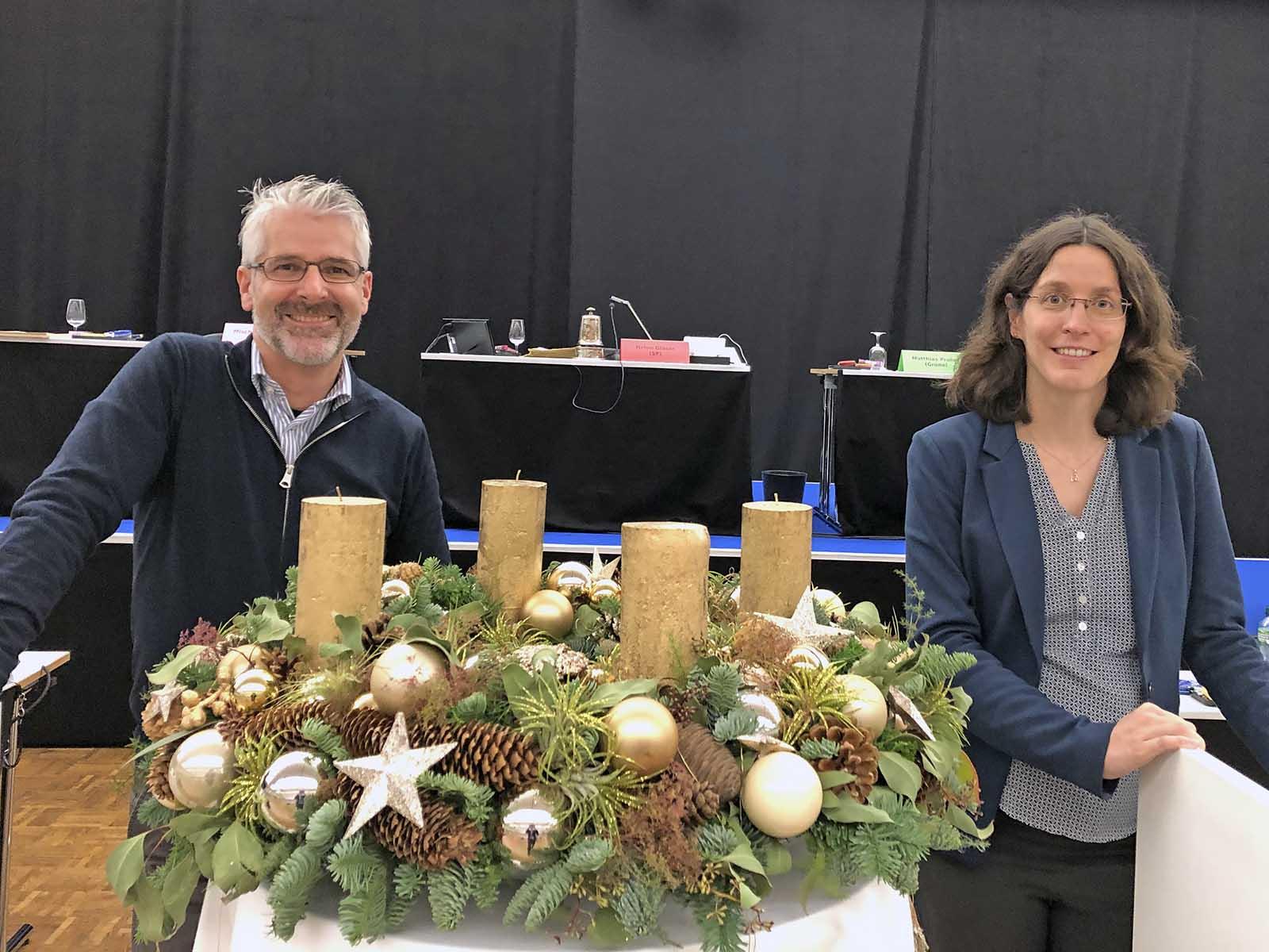 Andreas Egli und Martina Zürcher im temporären Gemeinderatssaal in der Messe Zürich.