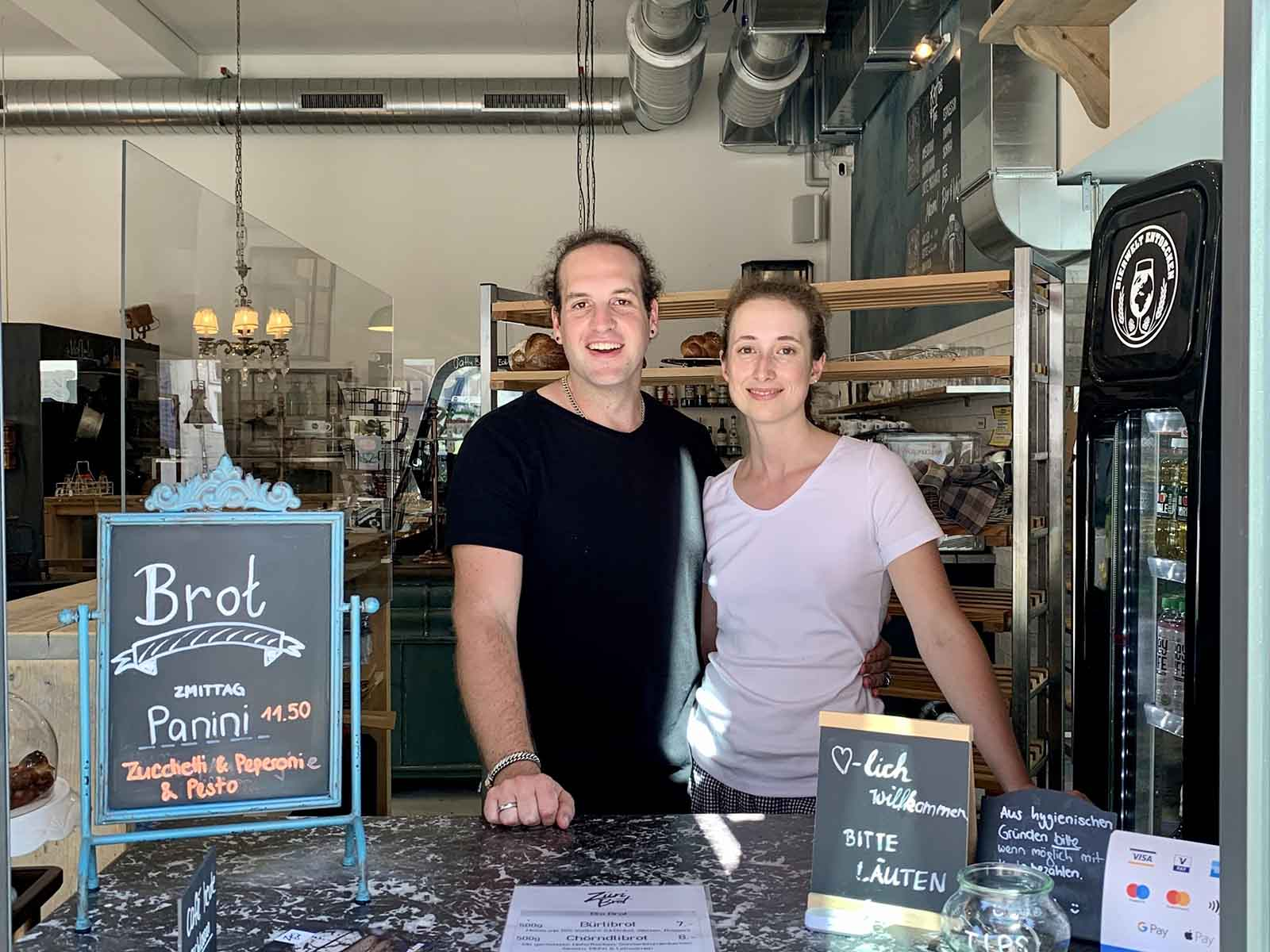 Sascha Graf und Larissa Stamoulos heissen alle herzlich willkommen, die Wert auf hausgemachtes Biobrot ohne jegliche Zusatzstoffe legen.