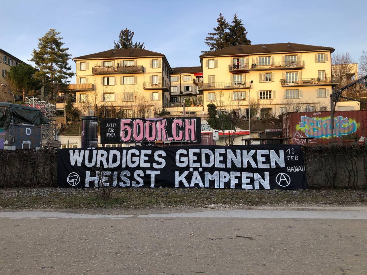 Transparente für die Kampagne 500K und die antirassistische Initiative 19. Februar aus Hanau.