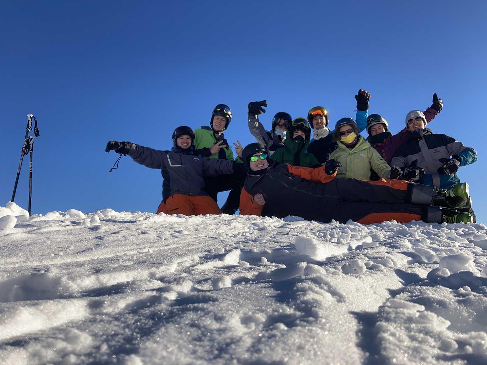 Das Jugendleiterteam des Wasserfahrvereins Zürich – für einmal im Schnee statt auf dem Wasser.