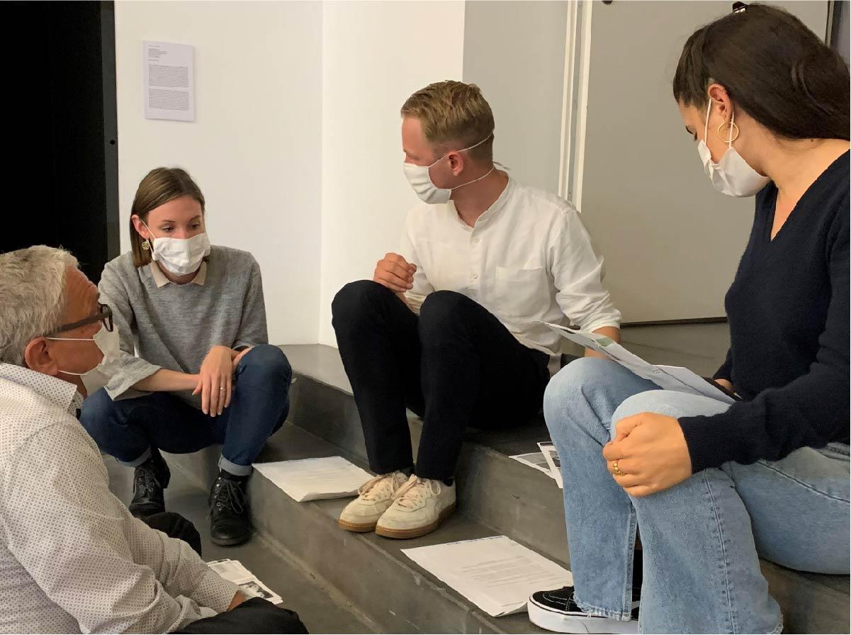 Erstes Tête-à-tête zwischen Studierenden der ZHdK und einem Mitglied des Netzwerks 8037 im Migros Museum für Gegenwartskunst.
