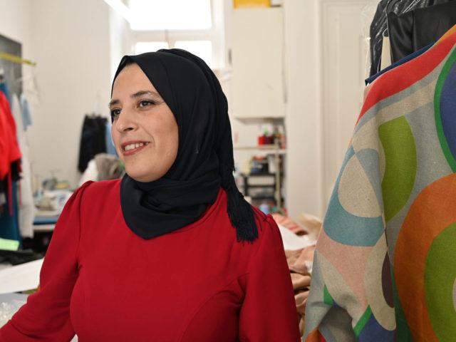 «Ich war am Ende und an einem Punkt angelangt, wo ich mein Geschäft aufgeben wollte»: Dallel Idri in ihrer Schneiderei.