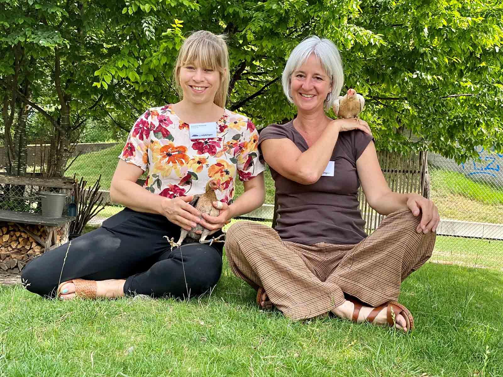 Manuela Zehender (links) und Terri Obrist teilen sich neu die Verantwortung über den Kinderbauernhof.