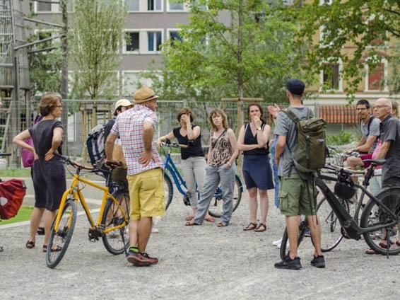 Auf den Spaziergängen zum Thema Biodiversität konnten die interessierten Teilnehmer*innen erfahren, mit welch einfachen Mitteln sie ihren Garten aufwerten können.