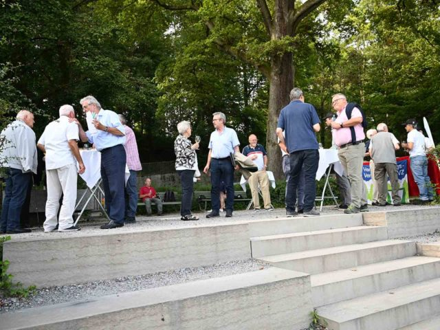 DIe Aussichtstreppe beim Tierpark Waidberg wird feierlich eingeweiht.