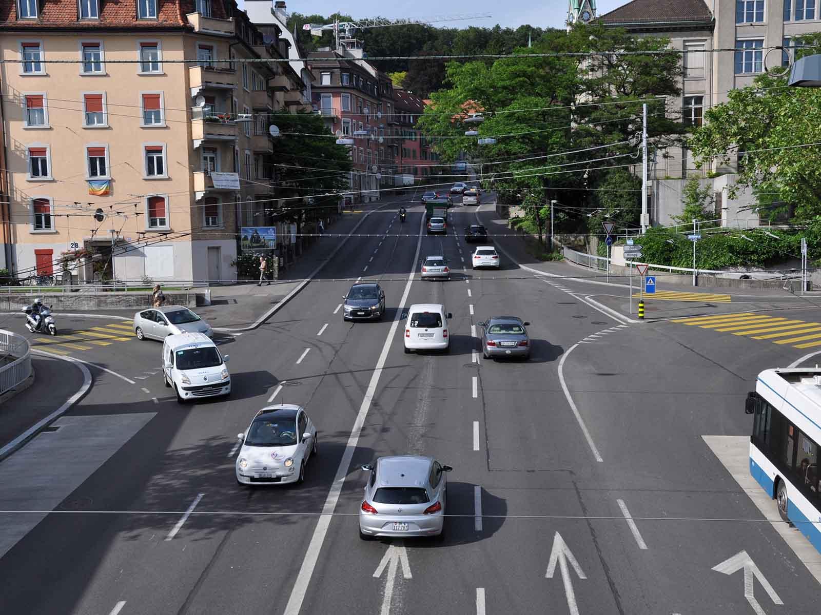 Der Stadtrat hat Tempo 30 auf der Rosengartenstrasse beschlossen. Ob und wann das umgesetzt werden kann, ist unklar.
