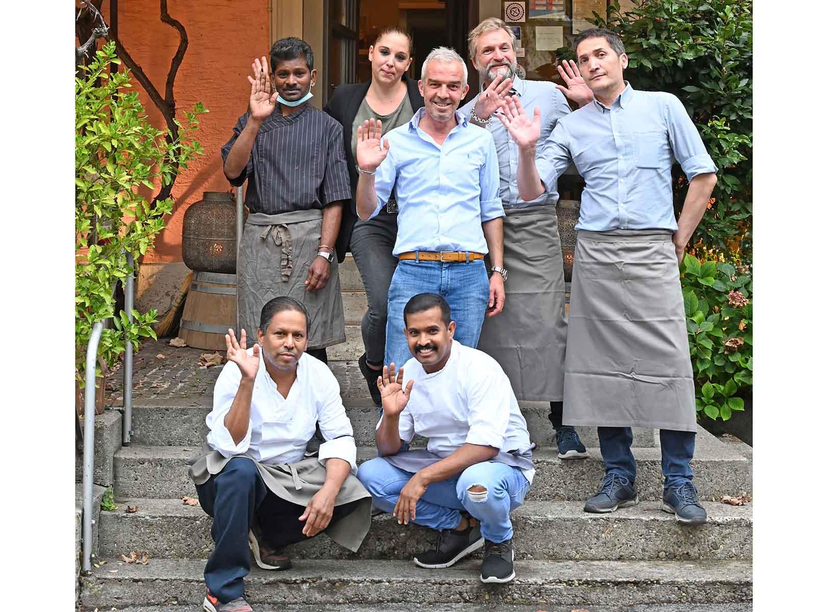 Eben noch vor dem Tre Fratelli, bald im Turbinenhaus in Höngg: Reshat Shalaku und sein Team.